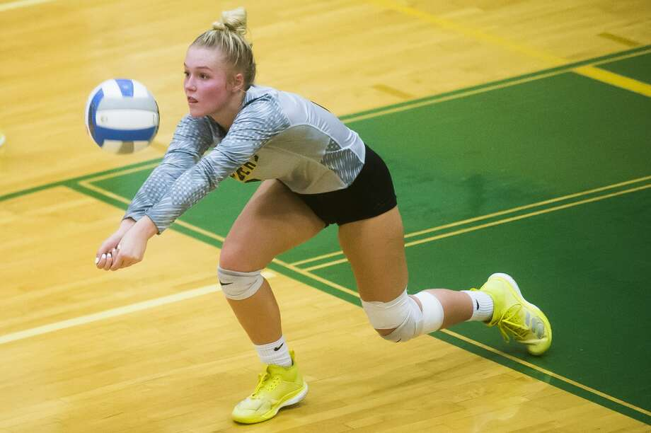 Dow senior Ainsley Lacey bumps the ball during a match against Saginaw Heritage on Thursday, Sept. 20, 2018 at H. H. Dow High School. (Katy Kildee/kkildee@mdn.net) Photo: (Katy Kildee/kkildee@mdn.net)