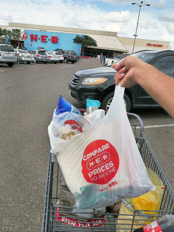 A customer at the HEB Store on Saunders Street holds one of several plastic bags that were provided at the store Wednesday, September 19, 2018. Photo: Cuate Santos /Laredo Morning Times / Laredo Morning Times