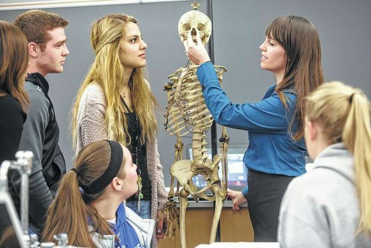 Miranda Karban, assistant professor of biology at Illinois College, instructs students in her anatomy class.