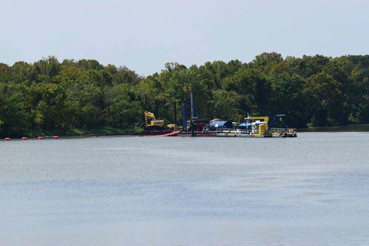 Crews began dredging the emergency dredging operation in t heSan Jacinto River West Fork on Thursday, Sept. 20.