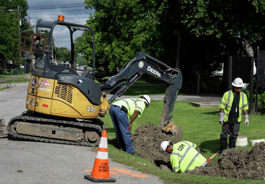 PHOTOS: Dirty water Houston Public Works employees work to repair a sewer line in the 5400 block of Pardee Street in 2016 in Houston. >>Think Houston's got trouble? Here are recent health-related violations around the area... Photo: Tim Warner, Freelance / For The Chronicle / Houston Chronicle
