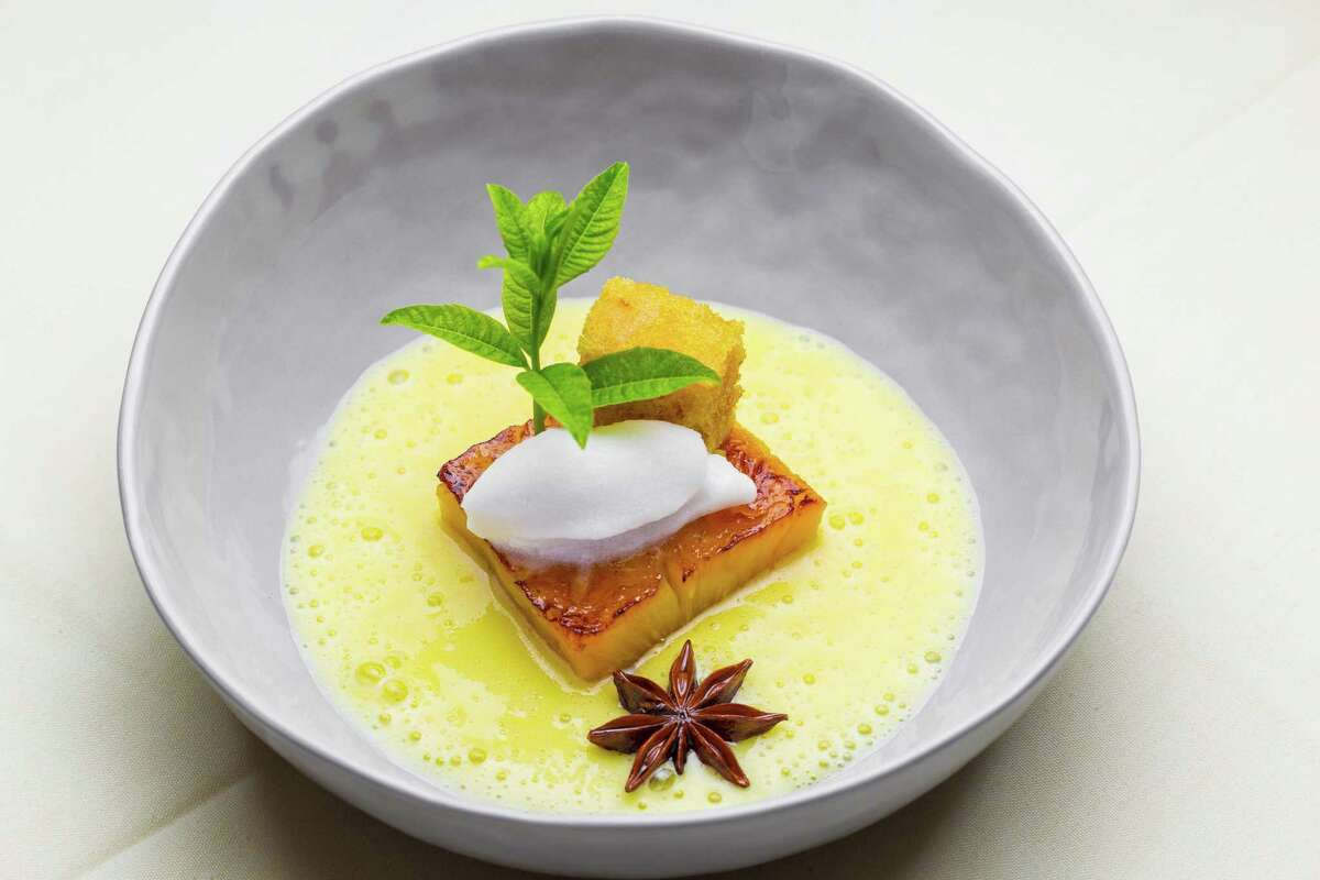 """""""Pineapple in textures"""" with coconut ice cream and lemon verbena at BCN Taste & Tradition"""