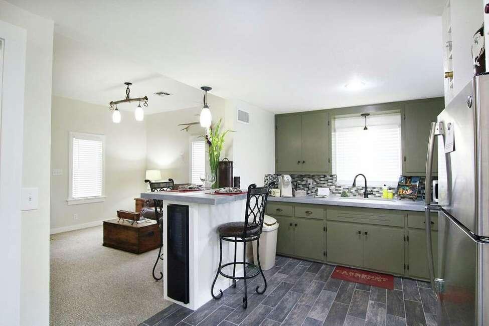 Tristan Suite: Gillespie Co.5 guests, 2 bedrooms, 2 beds, 3 baths