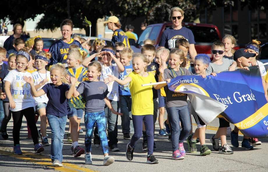 A few energetic first graders from Bad Axe Elementary get the crowd hype during Friday's Homecoming parade. Photo: Seth Stapleton/Huron Daily Tribune