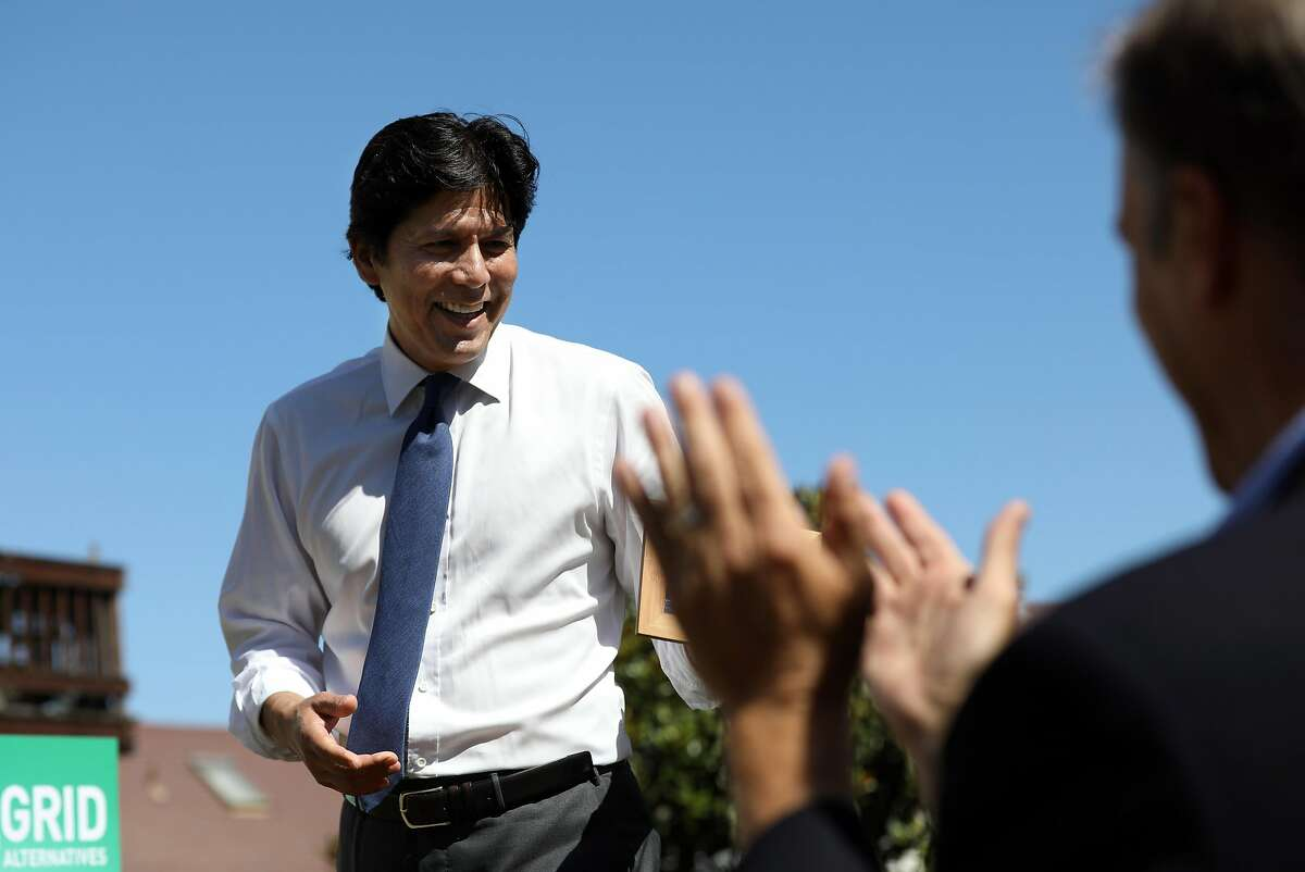 Attendees applaud as California State Senator Kevin de Leon walks past after speaking at the Global Climate Action Summit Event: Spotlight on California's Leadership in Equitable Clean Energy Solutions on Tuesday, September 11, 2018 in San Francisco, Calif.