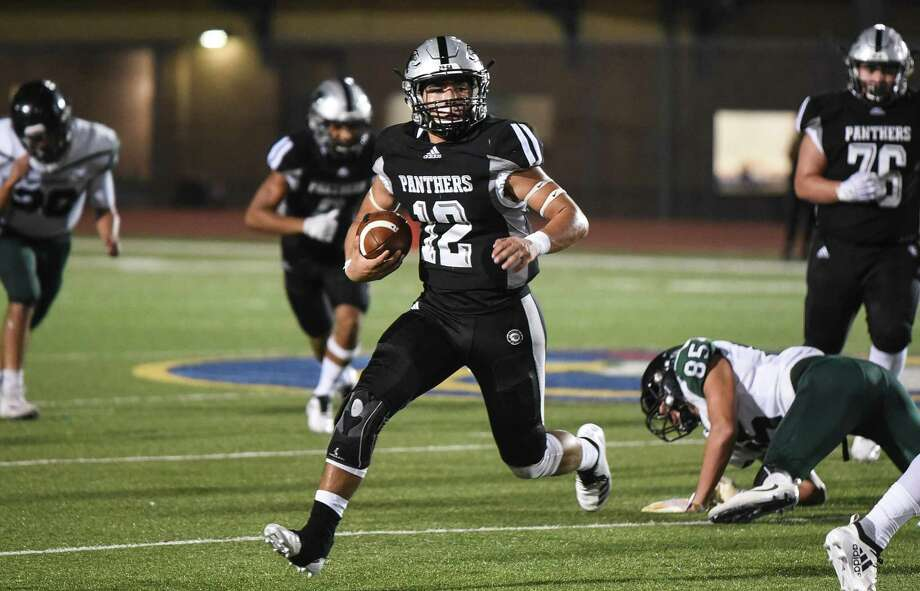 United South High School Efrain Hernandez keeps the ball during a game against San Antonio Southwest High School on Friday, Sept. 21, 2018, at the Bill Johnson Student Activity Complex. Photo: Danny Zaragoza /Laredo Morning Times