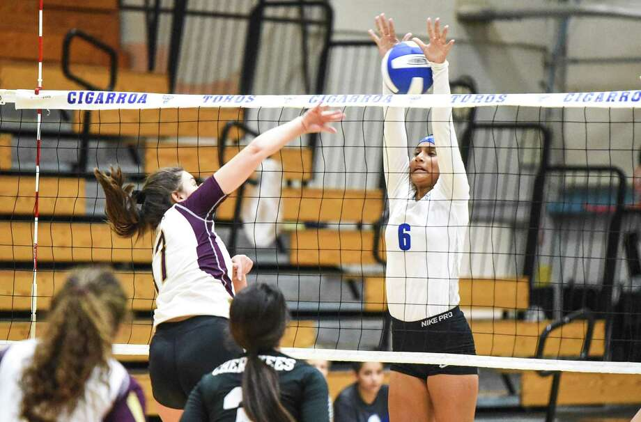 Cigarroa High School Joslin Rodriguez plays the net during a game against Tuloso-Midway High School on Friday, Sept. 21, 2018 at Cigarroa High School. Photo: Danny Zaragoza /Laredo Morning Times