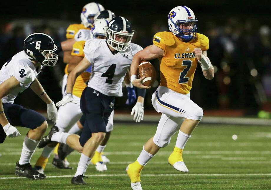 Buffalo quarterback Max Didomenico breaks loose and sprints for a long touchdown in the first half as Clemens hosts Smithson Valley at Lehnhoff Stadium on September 21, 2018. Photo: Tom Reel, Staff / Staff Photographer / 2017 SAN ANTONIO EXPRESS-NEWS