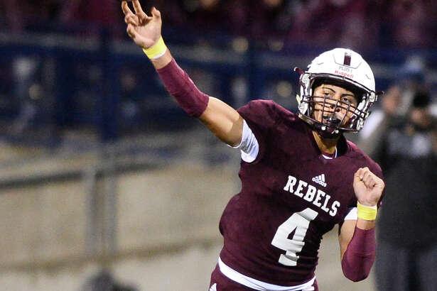 Lee quarterback Mikey Serrano (4) releases against El Paso Eastwood on Sept. 21, 2018, at Grande Communications Stadium. James Durbin/Reporter-Telegram