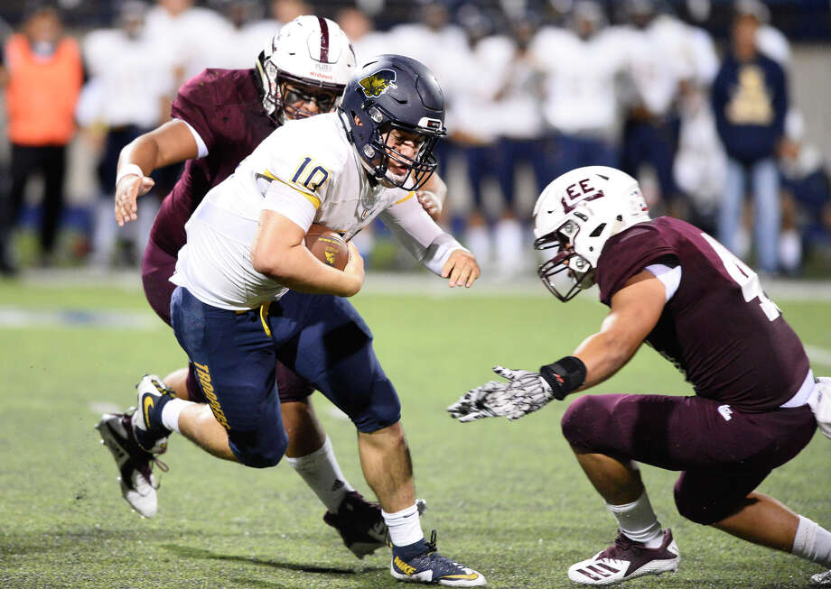 Lee's Charlie Gonzales (36) and Michael Hinojosa (far right) prepare to tackle El Paso Eastwood quarterback Christian Castaneda (10) on Sept. 21, 2018, at Grande Communications Stadium. James Durbin/Reporter-Telegram Photo: James Durbin / ? 2018 Midland Reporter-Telegram. All Rights Reserved.