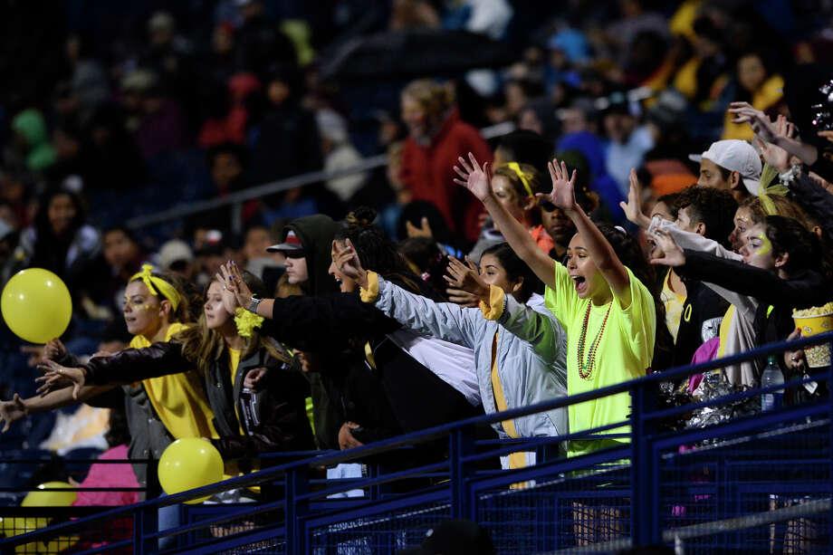 Lee fans cheer during the game against El Paso Eastwood on Sept. 21, 2018, at Grande Communications Stadium. James Durbin/Reporter-Telegram Photo: James Durbin / ? 2018 Midland Reporter-Telegram. All Rights Reserved.