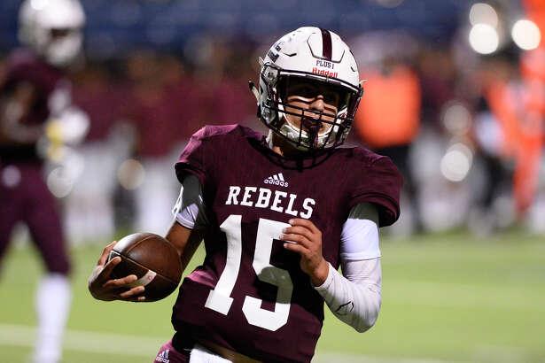 Lee quarterback Felix Hinojosa runs the ball in for a touchdown against El Paso Eastwood on Sept. 21, 2018, at Grande Communications Stadium. James Durbin/Reporter-Telegram