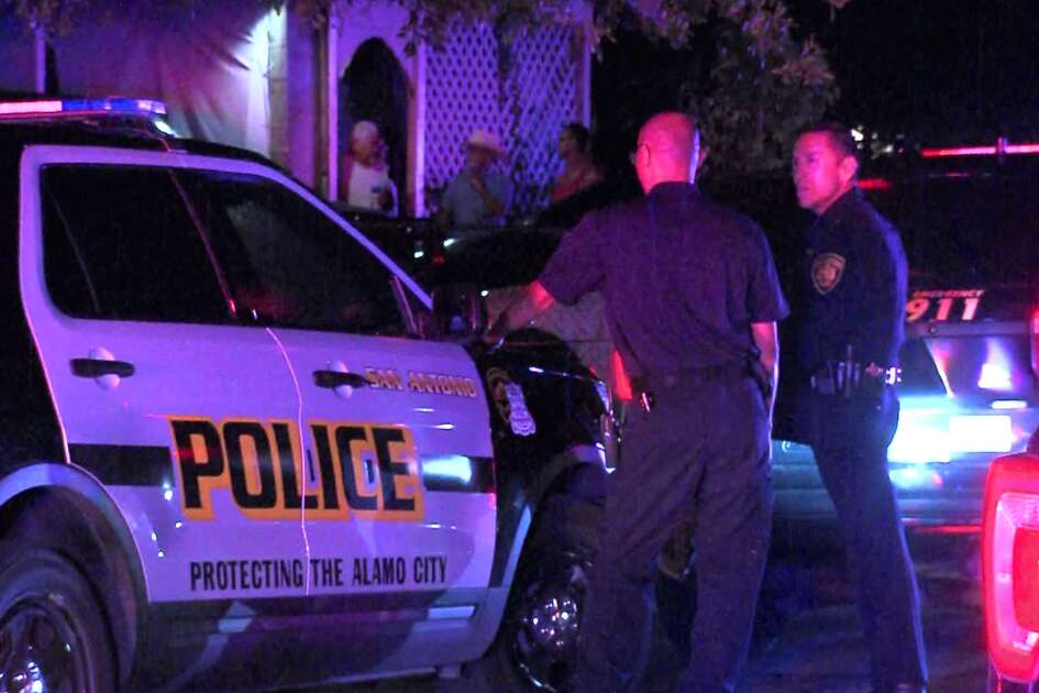 San Antonio police investigate the fatal shooting of a 15-year-old teen on the South Side Saturday, Sept. 22, 2018.