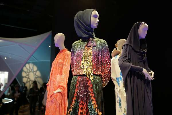 Why I Took My 11 Year Old To The Muslim Fashion Exhibition At The De Young Sfchronicle Com