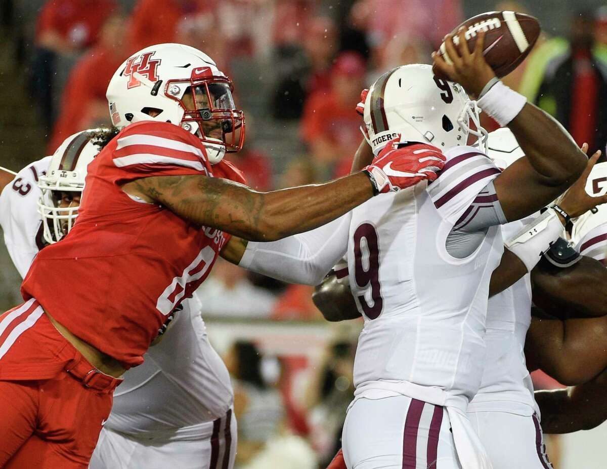 Houston linebacker Emeke Egbule, left, attempts to sack Texas Southern quarterback Glen Cuiellette during the first half of an NCAA college football game, Saturday, Sept. 22, 2018, in Houston.