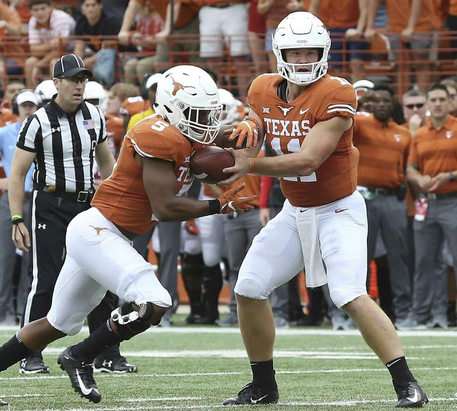 Longhorn quarterback Sam Ehlinger hands off to running back Tre Watson as UT hosts TCU at DKR Stadium on September 22, 2018. Photo: Tom Reel, Staff / Staff Photographer / 2017 SAN ANTONIO EXPRESS-NEWS