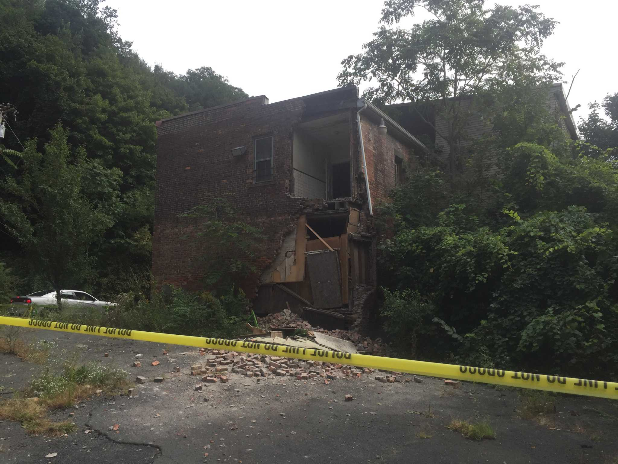 Former South End Tavern partially collapses - Times Union