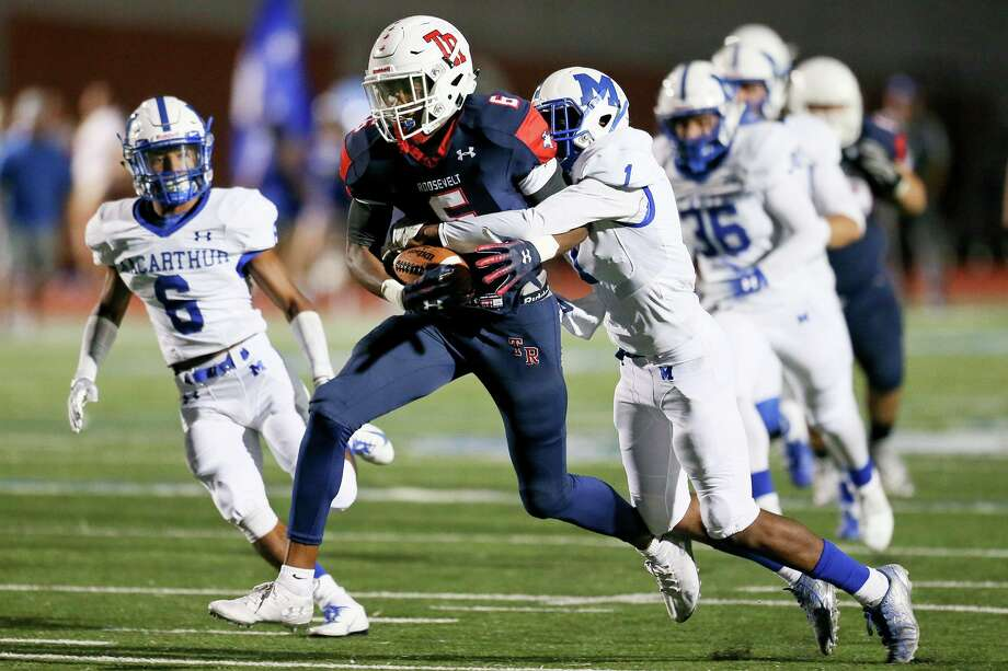 MacArthur's Darius Fairley tries to bring down Roosevelt's Rashod Owens during the first half of their District 27-6A high school football game at Heroes Stadium on Saturday, Sept. 22, 2018. Photo: Marvin Pfeiffer, Staff Photographer / Express-News 2018