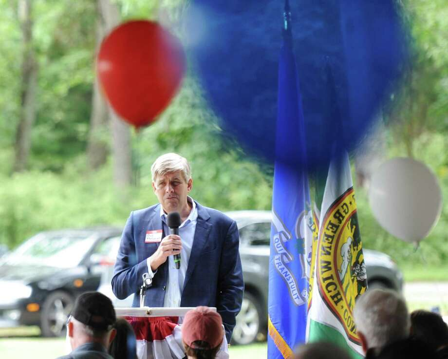 Republican gubernatorial candidate Bob Stefanowski speaks at the 87th annual Cos Cob Republican Clambake at Greenwich Point Park in Old Greenwich on Sunday. Photo: Tyler Sizemore / Hearst Connecticut Media / Greenwich Time