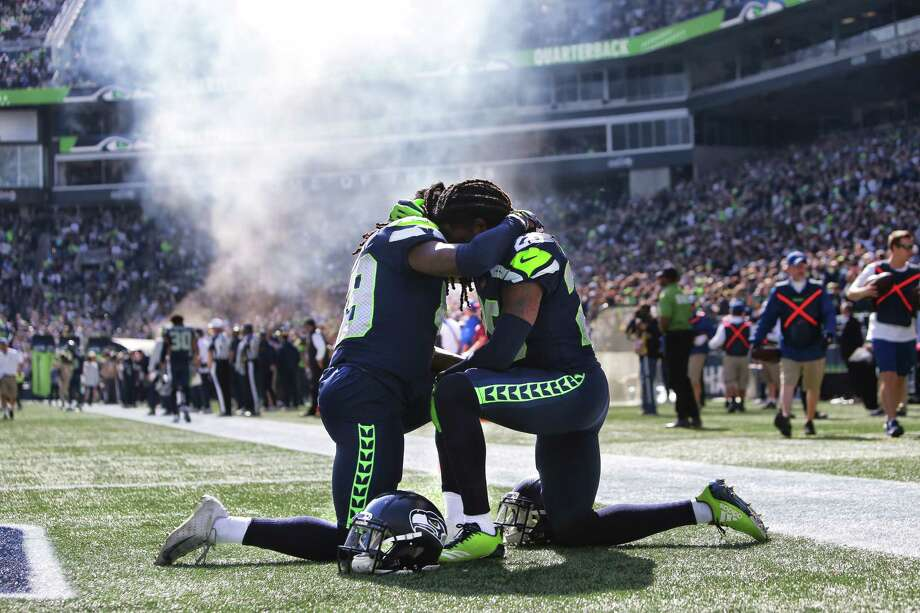 Twin brothers and Seahawks players Shaquill and Shaquem Griffin pray together before the start of Seattle's game against Dallas, Sunday, Sept. 23, 2018. Photo: GENNA MARTIN, SEATTLEPI.COM / SEATTLEPI.COM