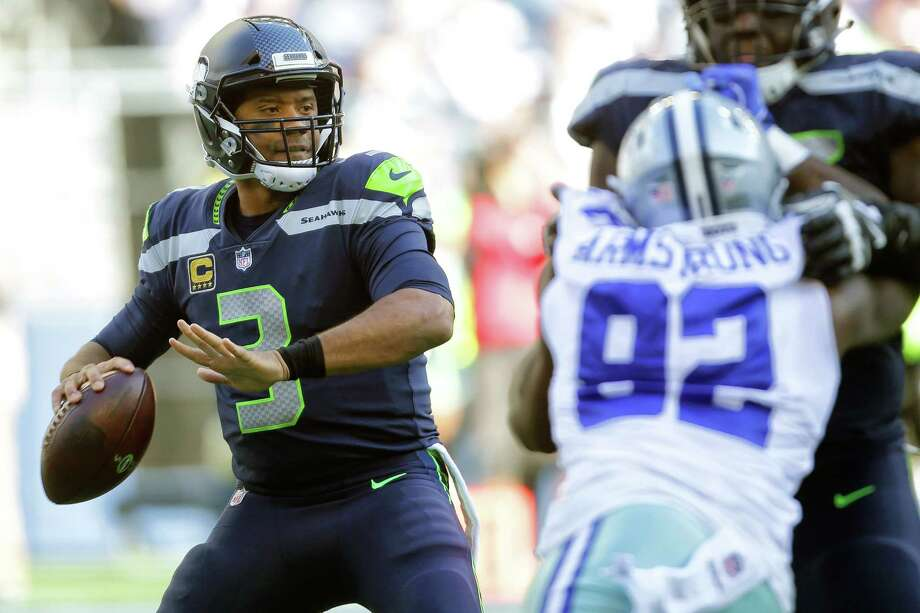 Seahawks quarterback Russell Wilson looks to throw in the second half of Seattle's game against Dallas, Sunday, Sept. 23, 2018. Photo: GENNA MARTIN, SEATTLEPI.COM / SEATTLEPI.COM