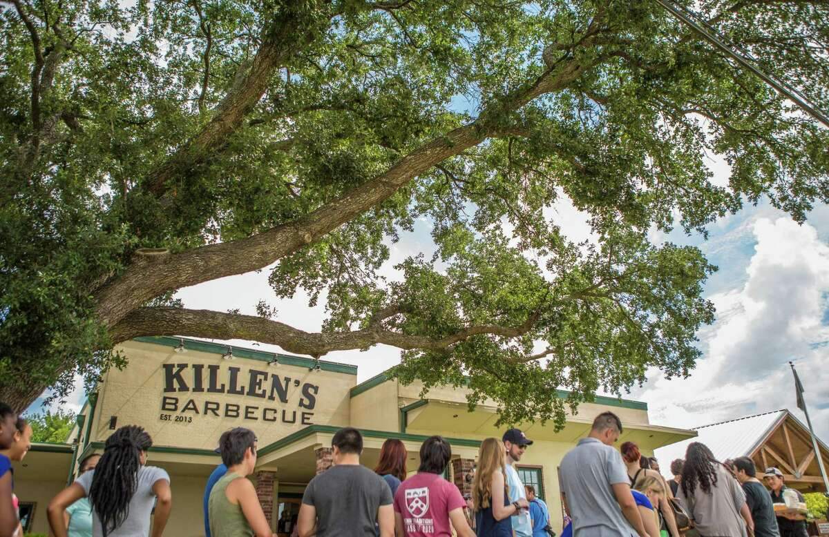 Weekend line outside Killen's Barbecue in Pearland.
