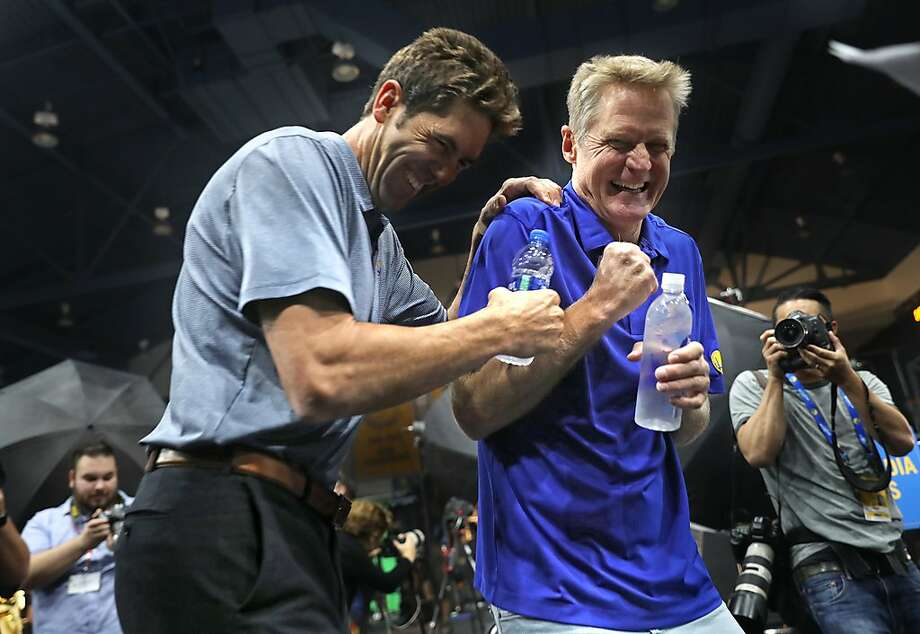 General manager Bob Myers and head coach Steve Kerr goof around during Golden State Warriors' Media Day in Oakland, Calif. on Monday, September 24, 2018. Photo: Scott Strazzante, The Chronicle