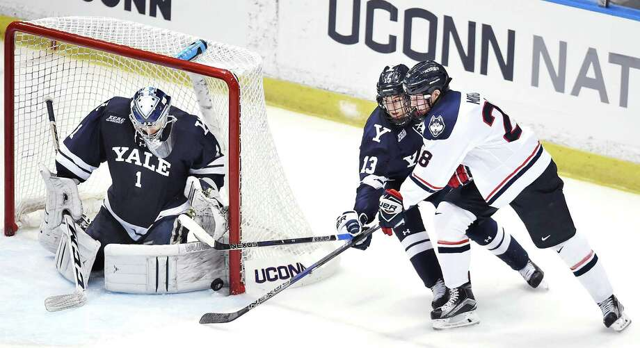 Yale's Sam Tucker (1) platooned with fellow goaltender Corbin Kaczperski over the final 19 games last season. Photo: Catherine Avalone / Hearst Connecticut Media File Photo / New Haven RegisterThe Middletown Press