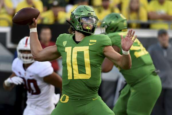 EUGENE, OR - SEPTEMBER 22: Quarterback Justin Herbert #10 of the Oregon Ducks passes the ball during the third quarter of the game against the Stanford Cardinal at Autzen Stadium on September 22, 2018 in E (Photo by Steve Dykes/Getty Images)