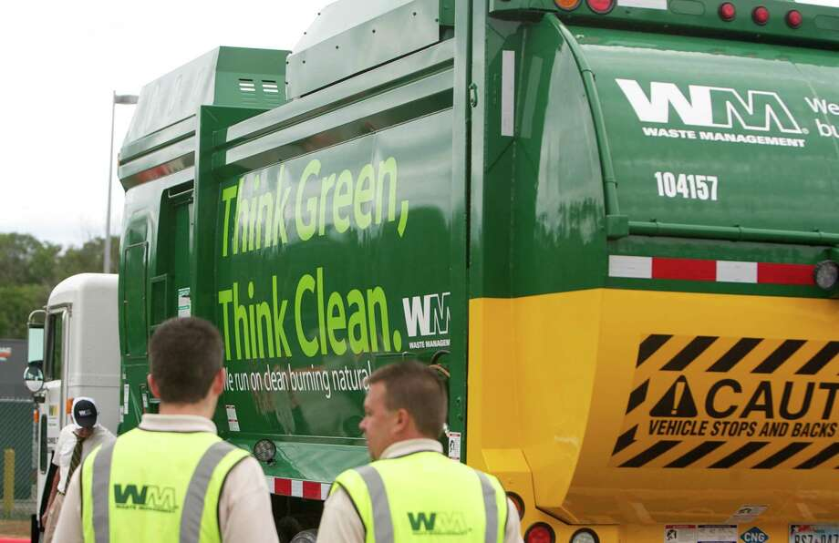 "With 101 energy-efficient collection trucks tidying up Seattle, the city hopes to continue expanding it's ""Green Fleet"" in the coming months.