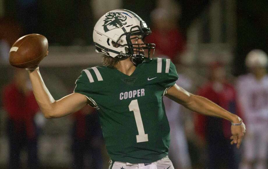 John Cooper quarterback Evan Minarovic (1) throws a pass during the third quarter of high school football game, Friday, Sept. 21, 2018, in The Woodlands. Photo: Jason Fochtman, Houston Chronicle / Staff Photographer / © 2018 Houston Chronicle
