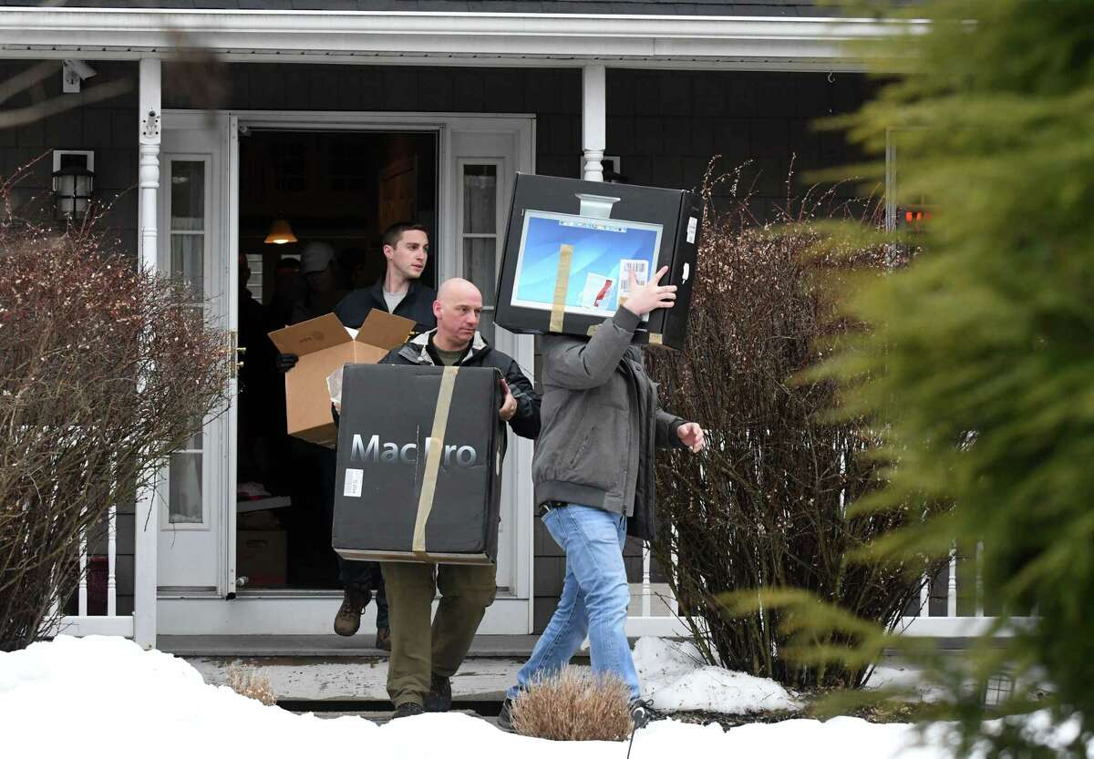 FBI and state police take computers and other evidence from the home of NXIVM co-founder Nancy Salzman which was raided by federal agents on Tuesday, March 27, 2018, in Halfmoon, N.Y. (Will Waldron/Times Union)