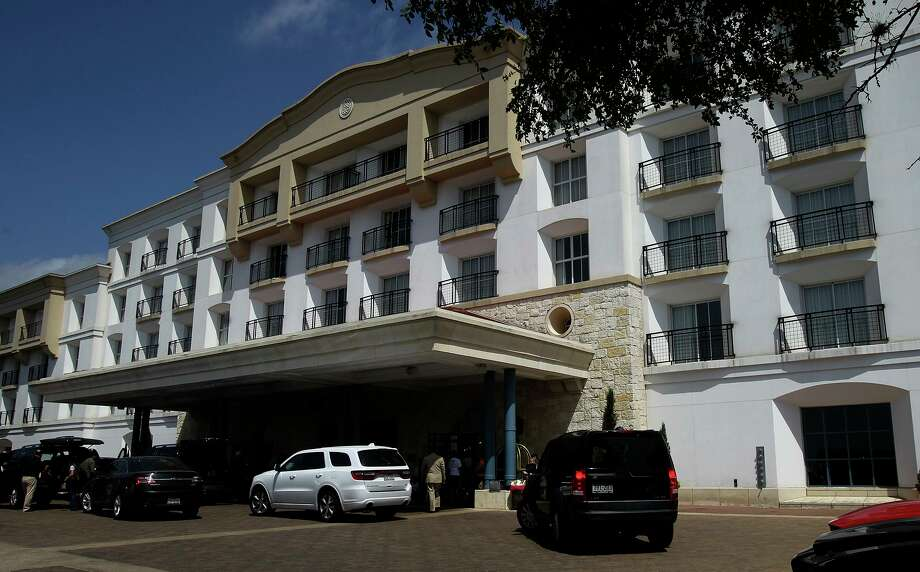 A teenager who reportedly fell from a window at the La Cantera Resort & Spa last week has died, according to the Bexar County Medical Examiner. Photo: JOHN DAVENPORT /San Antonio Express-News / ©San Antonio Express-News/John Davenport