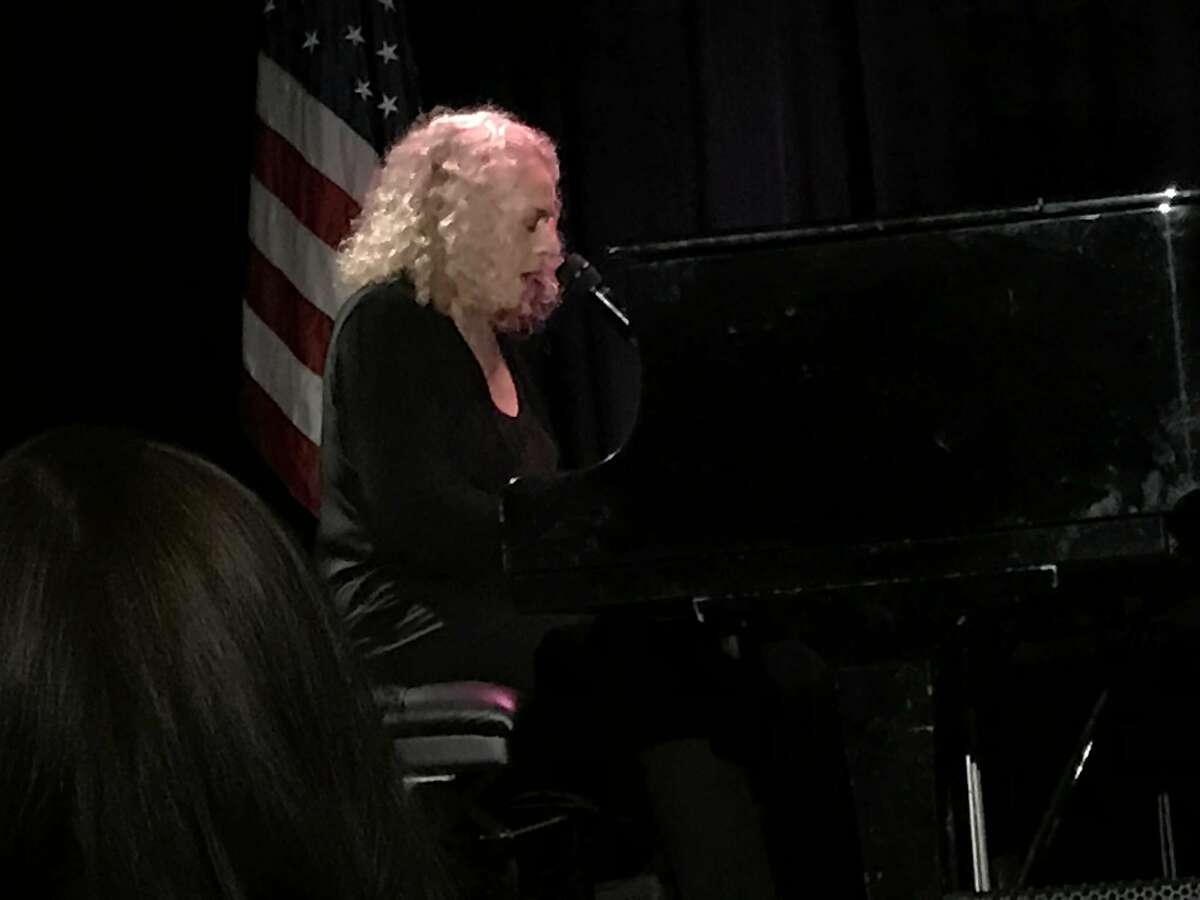 Carole King sings at DCCC Women's lunch