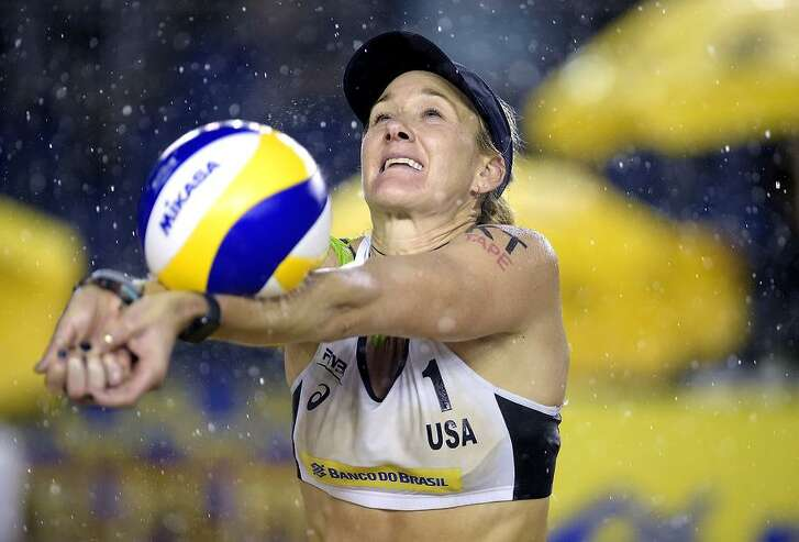 ITAPEMA, BRAZIL - MAY 18: Kerri Walsh Jennings of United States in action during the main draw match against Carolina Solberg Salgado and Maria Antonelli of Brazil at Meia Praia Beach during day one of the FIVB Beach Volleyball World Tour Itapema on May 18, 2018 in Itapema, Brazil. (Photo by Alexandre Loureiro/Getty Images)