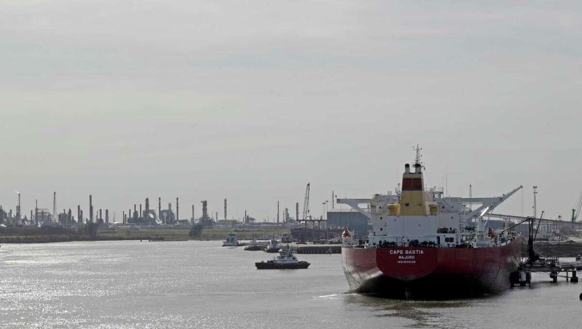 Crude Oil tanker Cape Bastia at a dock along the Houston Ship Channel Jan. 3, 2017, in Houston. ( James Nielsen / Houston Chronicle )