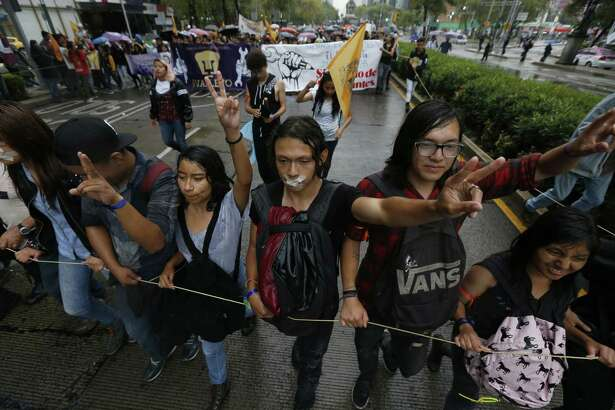 """Thousands of students take part in the march for silence, in protest against groups of institutional thugs that operate on campus at Mexico?'s National Autonomous University, UNAM, in Mexico City, Thursday, Sept. 13, 2018. The students are demanding an end to violence by groups of thugs known as ?""""porros?"""" who are often registered but don?'t attend classes. (AP Photo/Marco Ugarte)"""