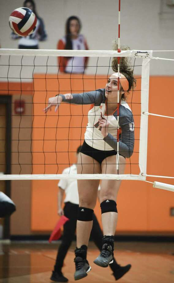 United High School faced off against United South High School during a volleyball game on Tuesday, Sept. 25, 2018, at United High School. Photo: Danny Zaragoza, Staff Photographer / Laredo Morning Times