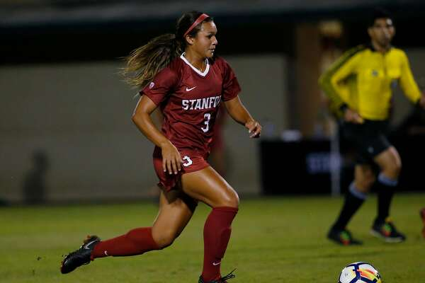 Stanford's Sophia Smith (3) moves the ball down the field against Arizona during the first half in an NCAA women college soccer game at Cagan Stadium in Stanford, Calif., on Sept. 21, 2018. (Josie Lepe/Special to the Chronicle)