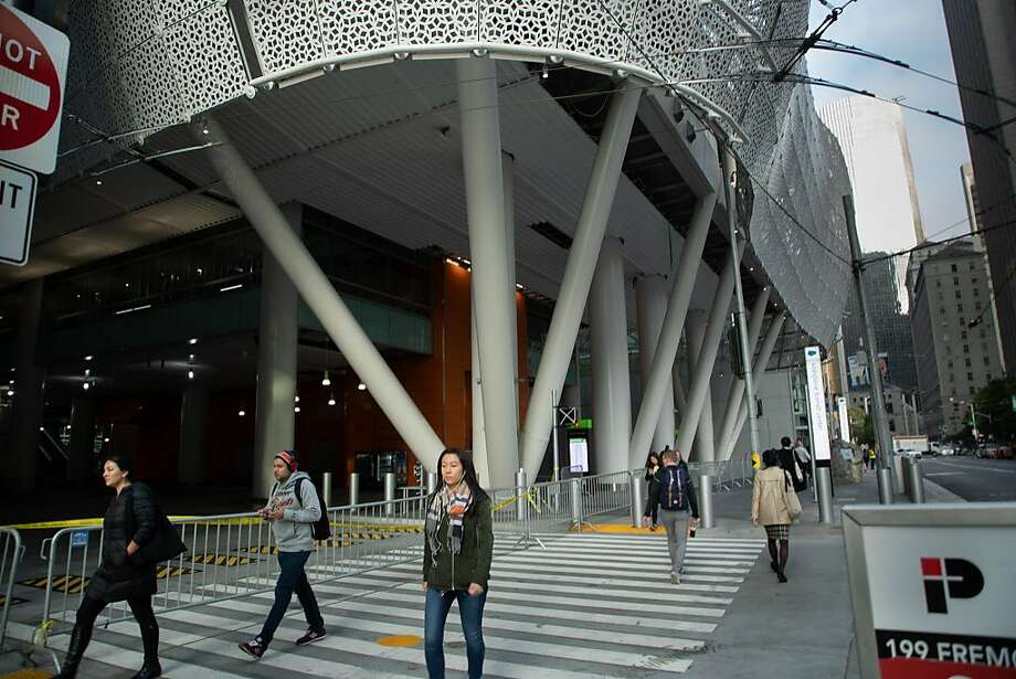The brand-new Transbay Transit Center was closed Wednesday after a second steel beam was found to be cracked. Photo: Paul Kuroda / Special To The Chronicle