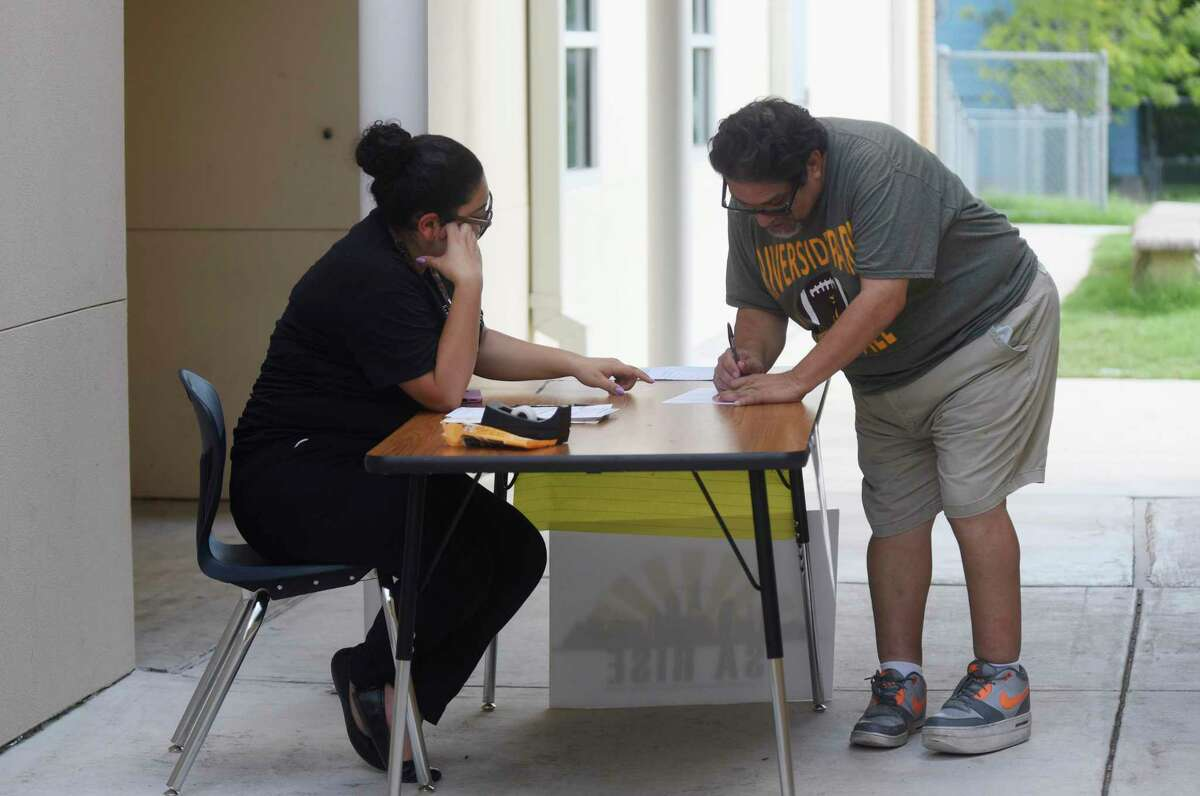 A man fills out a voter registration form in 2018 at Riverside Park Academy. A federal judge has found people should also be able to register to vote when they apply for, renew or update their driver licenses online. We agree.