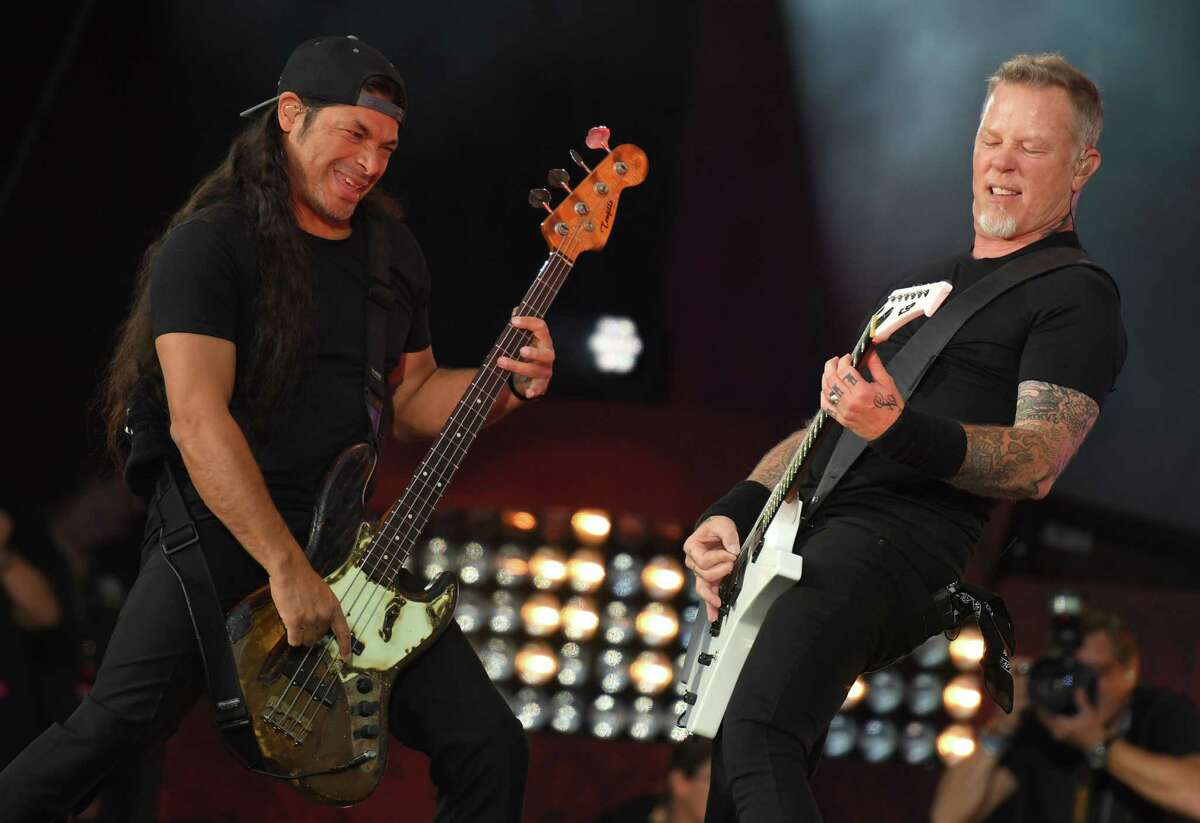Robert Trujillo (L) and James Hetfield of Metallica perform at the 2016 Global Citizen Festival in Central Park to end extreme poverty by 2030 at Central Park on September 24, 2016 in New York City. / AFP PHOTO / ANGELA WEISSANGELA WEISS/AFP/Getty Images ORG XMIT: 1