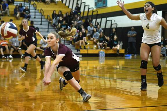 Summer Creek junior outside hitter McKay Wilson, left, makes a play with some encouragement from teammate and freshman libero Alaryss Medina (4) against Pasadena Memorial in their District 22-6A matchup at PMHS on Sept. 26, 2018.