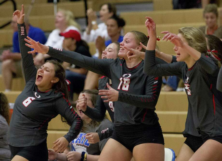 Oak Ridge players react to a paly during the third set of a District 15-6A high school volleyball game at Oak Ridge High School, Tuesday, Sept. 25, 2018, in Shenandoah. Photo: Jason Fochtman, Houston Chronicle / Staff Photographer / © 2018 Houston Chronicle