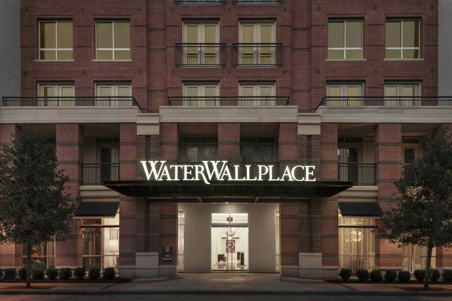 Hines has sold WaterWall Place, a 322-unit apartment community at 2801 WaterWall Drive near the Galleria, to Hasta Capital. NEXT: Central Houston luxury apartment rents, July 2019 Photo: Hines / ©2013 Aker Imaging