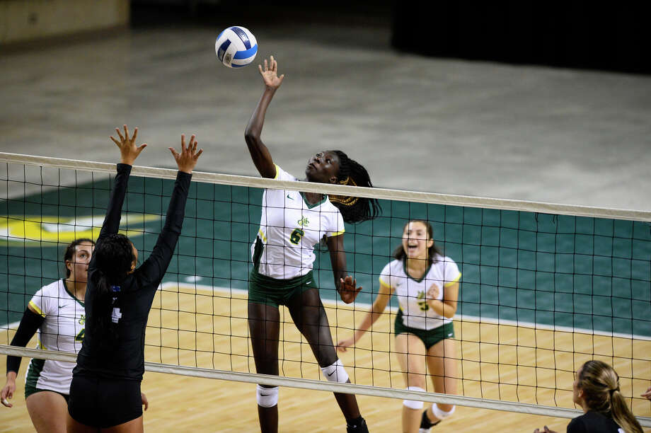 Midland College's Akor Maywin (6) hits against Odessa College Sept. 26, 2018 at Chaparral Center. James Durbin/Reporter-Telegram Photo: James Durbin / ? 2018 Midland Reporter-Telegram. All Rights Reserved.