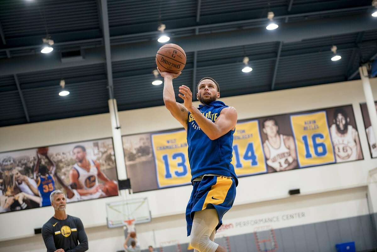 Stephen Curry shoots during a practice at the Golden State Warriors Rakuten Center in Oakland, Calif., on Wednesday September 26, 2018