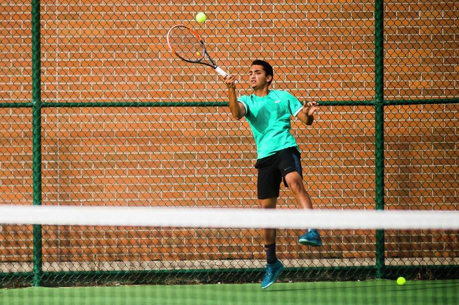 Dow senior and #2 singles player Anish Middha returns the ball during a match against Midland on Thursday, Sept. 27, 2018 at H. H. Dow High School. (Katy Kildee/kkildee@mdn.netO) Photo: (Katy Kildee/kkildee@mdn.net)
