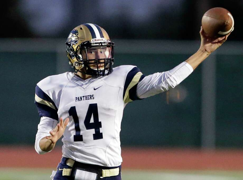Panther quarterback David Dodd delivers a pass in the first half as O'Connor plays Taft at Gustafson Stadium on September 27, 2018. Photo: Tom Reel, Staff / Staff Photographer / 2017 SAN ANTONIO EXPRESS-NEWS