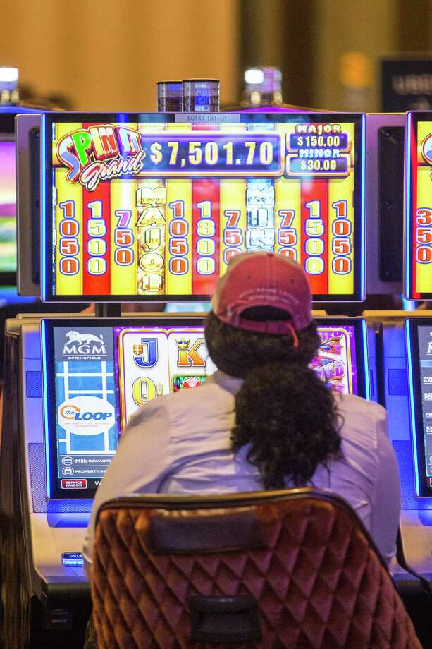 A guest plays an electronic slot machine at the MGM Springfield Casino and Resort in Springfield, Mass., on Aug. 24, 2018. Photo: Bloomberg Photo By Scott Eisen. / © 2018 Bloomberg Finance LP